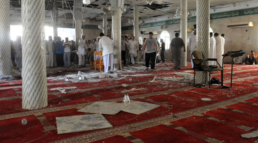 Worshipers disarm & thrash failed suicide bomber in Saudi Arabia (GRAPHIC VIDEO)