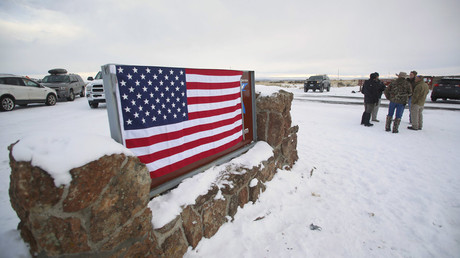 A U.S. flag covers a sign at the entrance of the Malheur National Wildlife Refuge near Burns, Oregon January 3, 2016. © Jim Urquhart