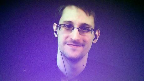 'Can't arrest a robot': Snowden's hi-tech disguise surprises audience at Vegas convention