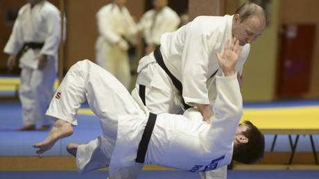 Putin puts judo skills to the test in Sochi (VIDEO)