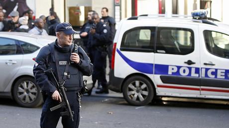 An armed French policeman © Charles Platiau