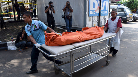 Hospital workers carry on a stretcher the dead body of a person who died in Thursday's attack, at Kramat Jati Police hospital in Jakarta, January 15, 2016. © Hafidz Mubarak