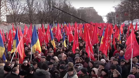 Tens of thousands protest in Moldova calling for snap elections (VIDEO)