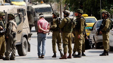 Israeli soldiers arrest a Palestinian man during a military operation in the West Bank city of Ramallah © Mohamad Torokman