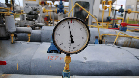Crimea turns on gas supply to freezing Ukrainian town