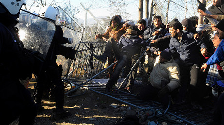 Stranded migrants scuffle with Greek police officers at the Greek-Macedonian border, near the village of Idomeni, Greece © Alexandros Avramidis