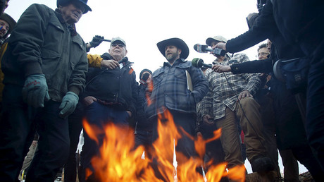 Hands up or charging? Conflicting reports on shooting of Oregon militia spokesman