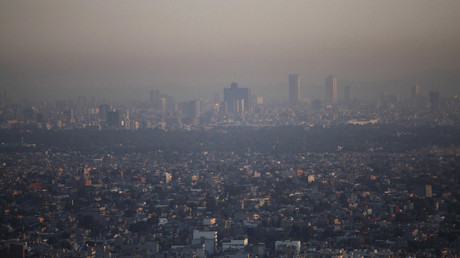 An aerial view shows Mexico City as the sun rises © Jorge Lopez / Reuters