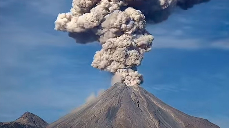 Violent Mexico volcano explosion caught on camera (TIMELAPSE)
