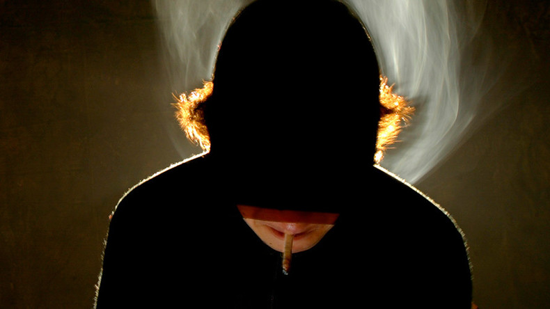 Lesser of two evils: French schools call for allowing students to smoke citing terror threat