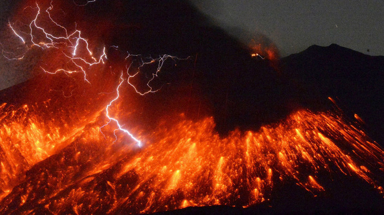 Japan's Sakurajima volcano erupts some 50km from nuclear plant - Met Agency (VIDEO)
