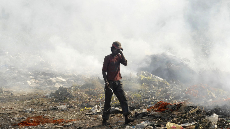 Visible from space: Burning 9-story-high landfill covers Mumbai with toxic fumes (PHOTOS)