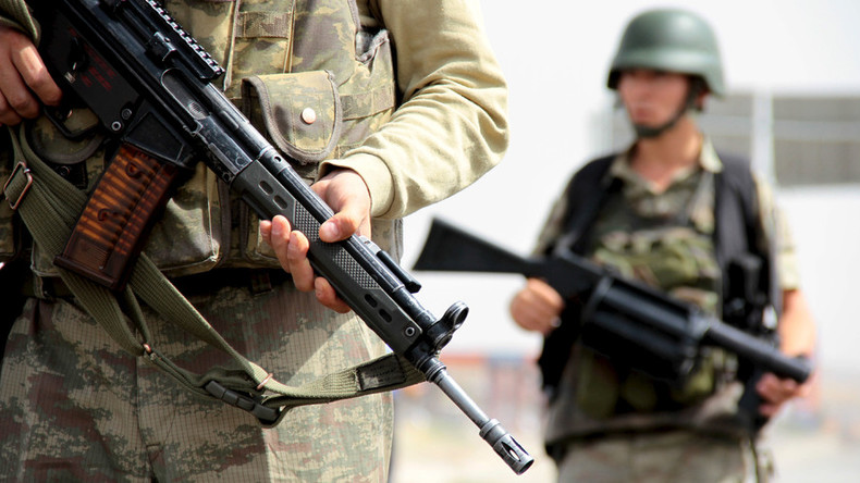 Turkish soldiers engage Kurdish activists in Diyarbakir, 4 wounded - report