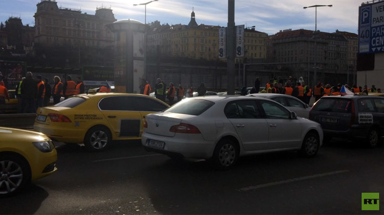 Hundreds of taxis block central Prague in anti-Uber protest (VIDEO)
