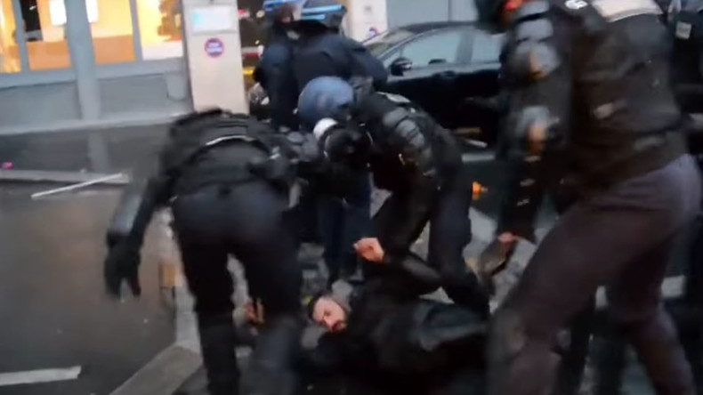 7 policemen injured, 17 people arrested during pro-Kurdish rally in Paris (VIDEO)
