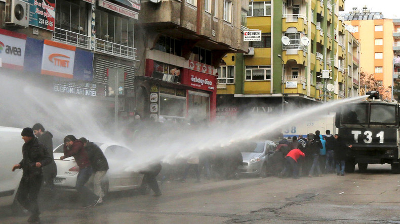 Thousands of protesters tear-gassed by Turkish police in Kurdish city