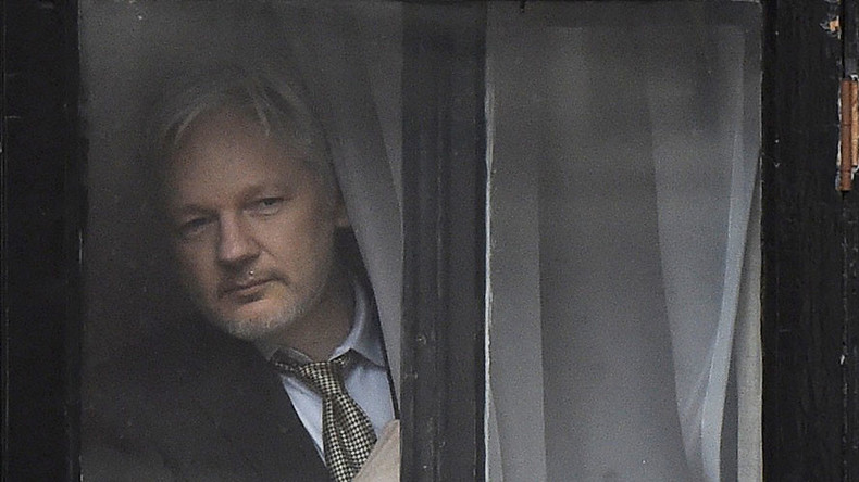 David Cameron urges Julian Assange to leave embassy, end 'sorry saga'