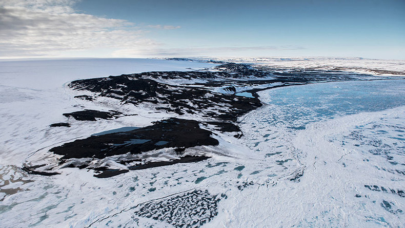 Russia submits revised claims for extending Arctic shelf to UN