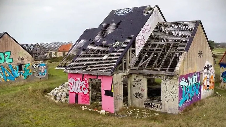 Ghost town: Decaying French summer camp becomes canvas for graffiti artists (VIDEO)