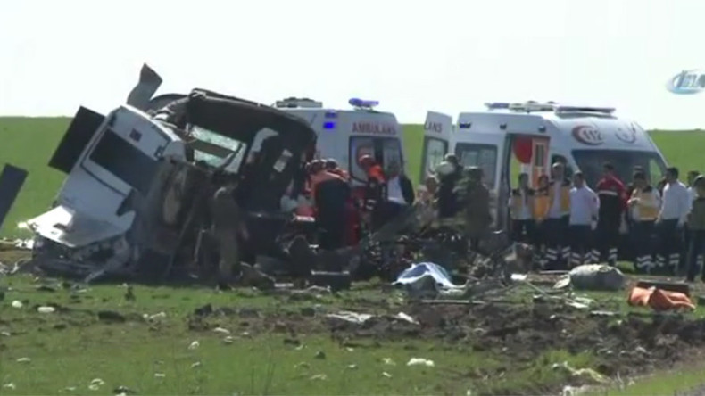 6 dead, 1 injured as blast hits military convoy in SE Turkey (VIDEO)