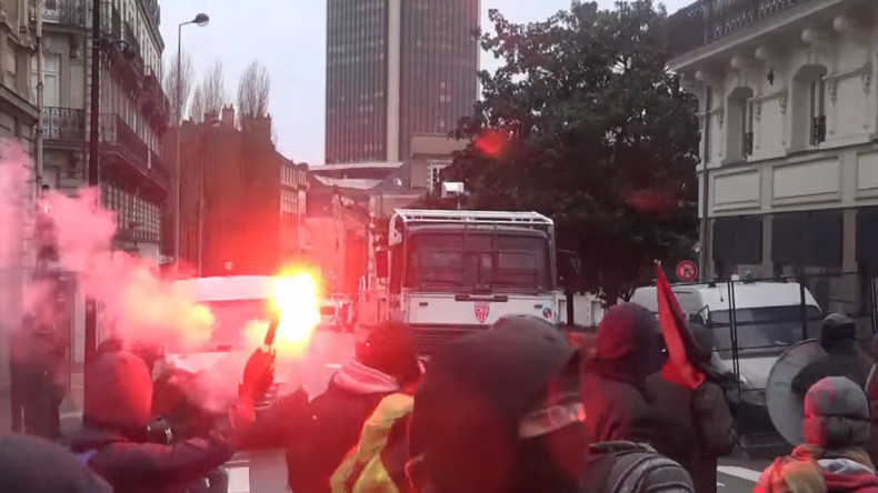 French anarchists go on rampage over state of emergency extension (VIDEOS)
