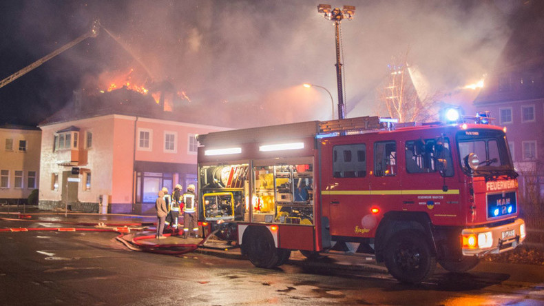 Blaze engulfs planned refugee center in Germany – crowd cheers, hinders firefighting (VIDEO)