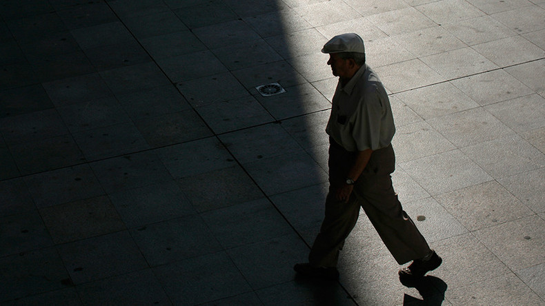 Life expectancy gap between rich and poor is growing – study
