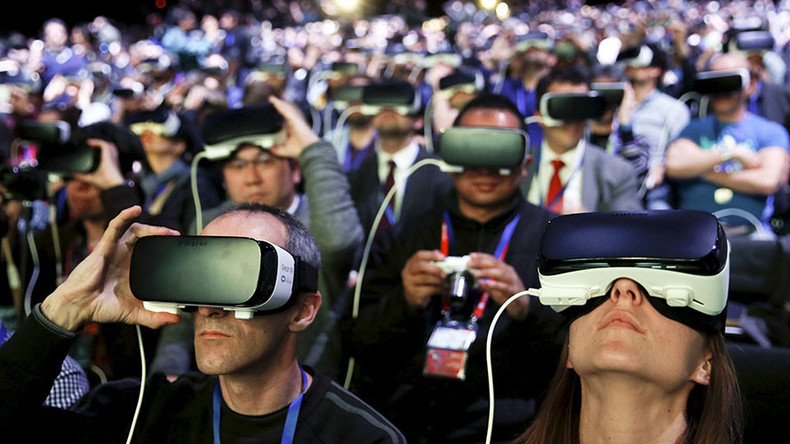 Projected keyboard, VR, & 5G grab Day 1 headlines at Mobile World Congress