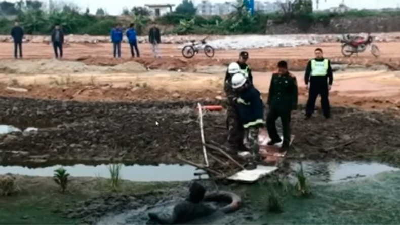 Hollywood rescue: Firefighters save drunk man stuck in mud (VIDEO)