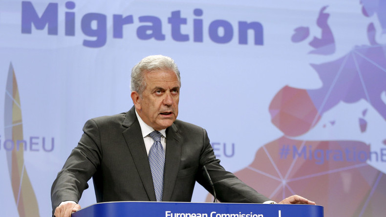 Schengen will 'break down' in 10 days if no solution to migrant crisis found – EU commissioner