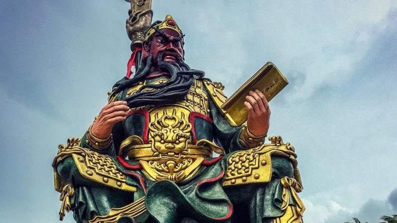 Monster statues: China's gigantic tribute to god of war and other bizarre effigies (PHOTOS)