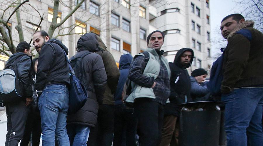 German mayor says schoolgirls shouldn't walk near refugee center to avoid sexual harassment (VIDEO)