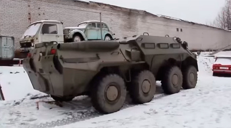 Russian runaway APC draws police into midnight cross-country chase (VIDEO)