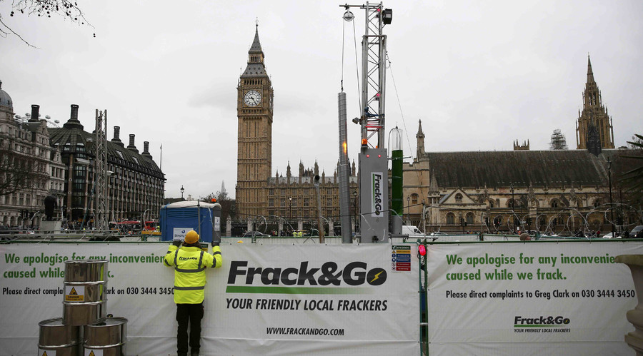 Fracking Westminster: Greenpeace erects 10m drill outside Parliament
