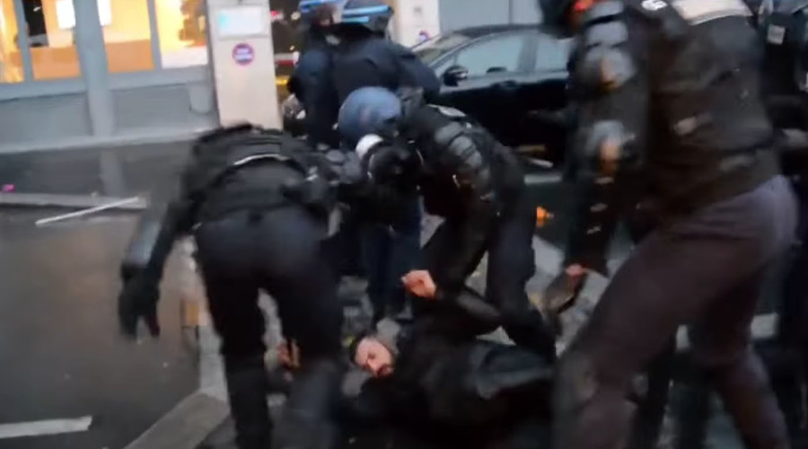 7 policemen injured, 17 people arrested during pro-Kurdish rally in Paris (VIDEO)