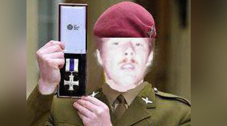 Worst Photoshop ever exposes phony soldier