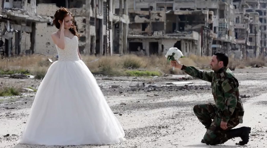 Love in a warzone: Syrian couple's Homs wedding photoshoot divides opinion