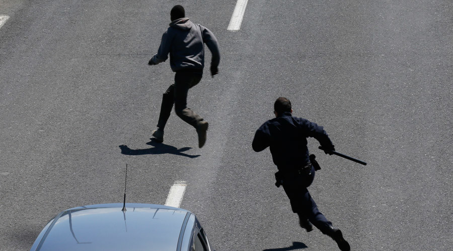 'Masked gang' of 7 men arrested near Calais for attacking Iraqi refugees with iron bars