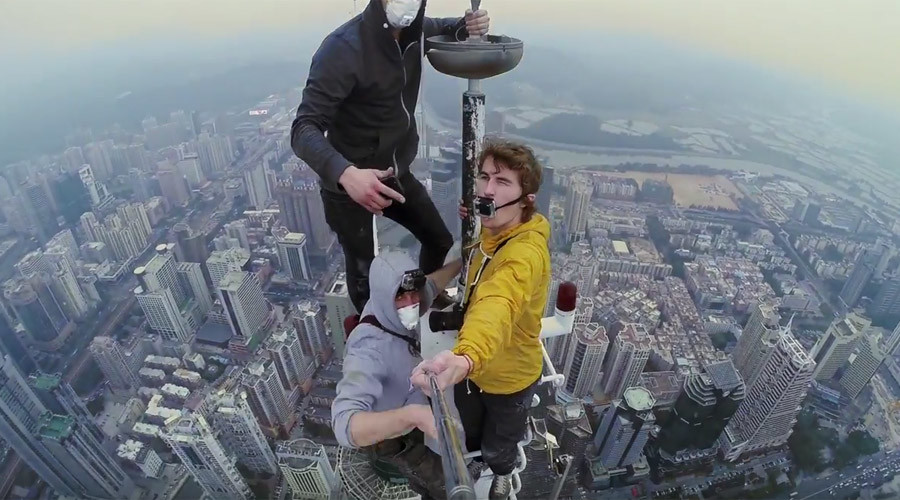Daredevils scale epic Chinese skyscraper in latest death-defying stunt (VIDEO)