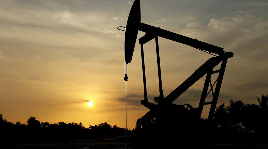 Venezuela on verge of default as oil prices fall