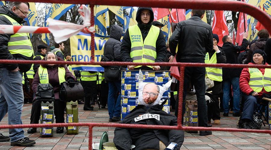 Ukraine's PM dodges no confidence vote despite president's discontent, protests