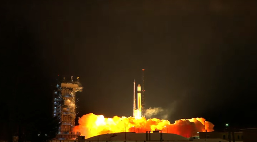 Fumes & flames: Russian rocket puts European satellite into space (VIDEO)