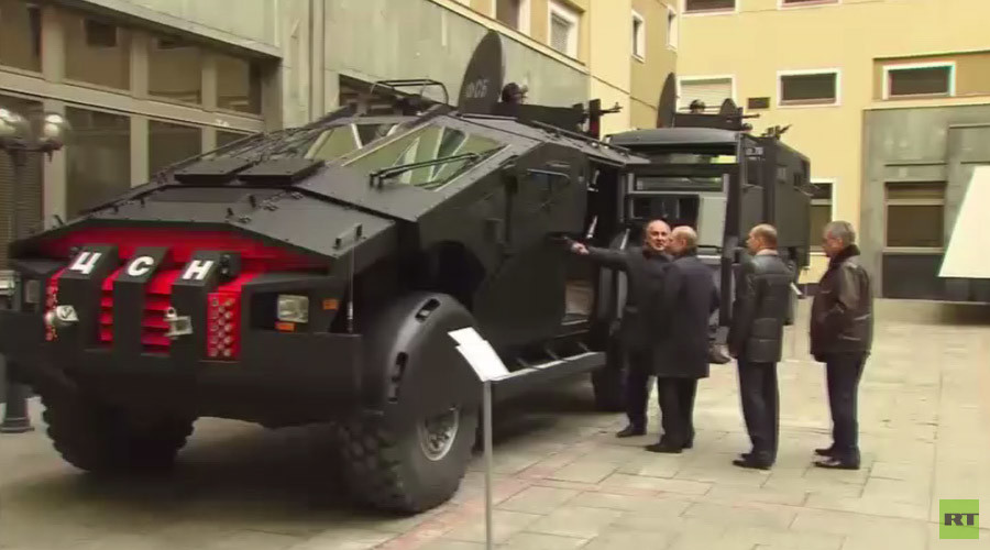Russia's Batmobile: Putin inspects latest in cutting-edge combat vehicles (VIDEO)