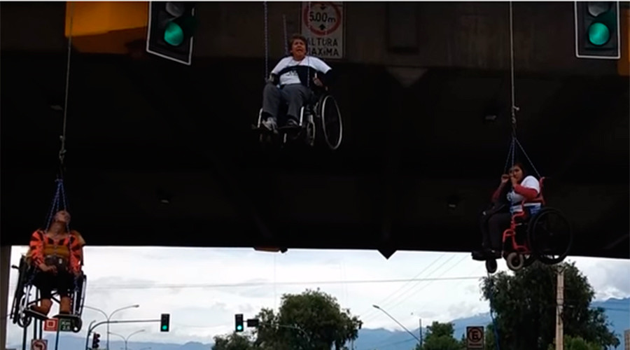 Wheelchair protesters suspend from bridge in Bolivia (VIDEO)