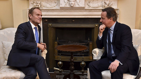 British Prime Minister David Cameron (R) speaks with European Council President Donald Tusk at Downing Street in London, Britain, January 31, 2016. © Toby Melville
