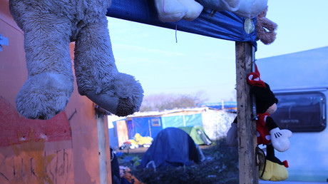 'Treated like animals': Children brutalized in Calais 'Jungle' (VIDEO)