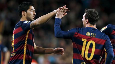 Messi, Suarez score 2-man penalty as Barcelona win in style (VIDEO)