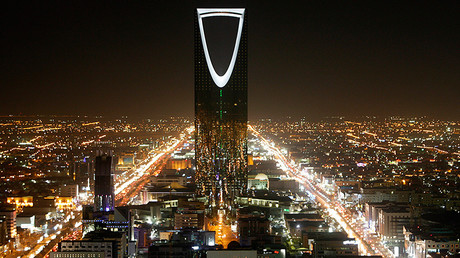 The Kingdom Tower stands in the night in Riyadh © Ali Jarekji