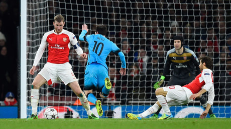 Barcelona's Lionel Messi is fouled by Arsenal's Mathieu Flamini resulting in a penalty to Barcelona ©  Dylan Martinez