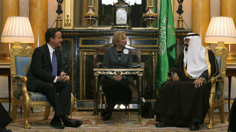 FIle photo: Britain's Conservative Party leader David Cameron (L) speaks with Saudi Arabia's King Abdullah (R) © Alessia Pierdomenico